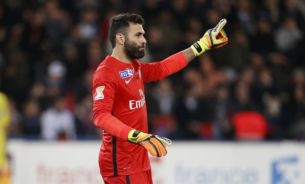 PARIS, FRANCE - DECEMBER 16: Goalkeeper of PSG Salvatore Sirigu in action during the French League Cup (Coupe de la Ligue) match between Paris Saint-Germain (PSG) and AS Saint-Etienne (ASSE) at Parc des Princes stadium on December 16, 2015 in Paris, France. (Photo by Jean Catuffe/Getty Images)