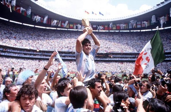 Sport, Football 1986 World Cup Final, Azteca Stadium, Mexico, 29th June, 1986, Argentina 3 v West Germany 2, Argentina's Diego Maradona proudly holds aloft the World Cup trophy amongst masses of fans and photographers (Photo by Bob Thomas/Getty Images)