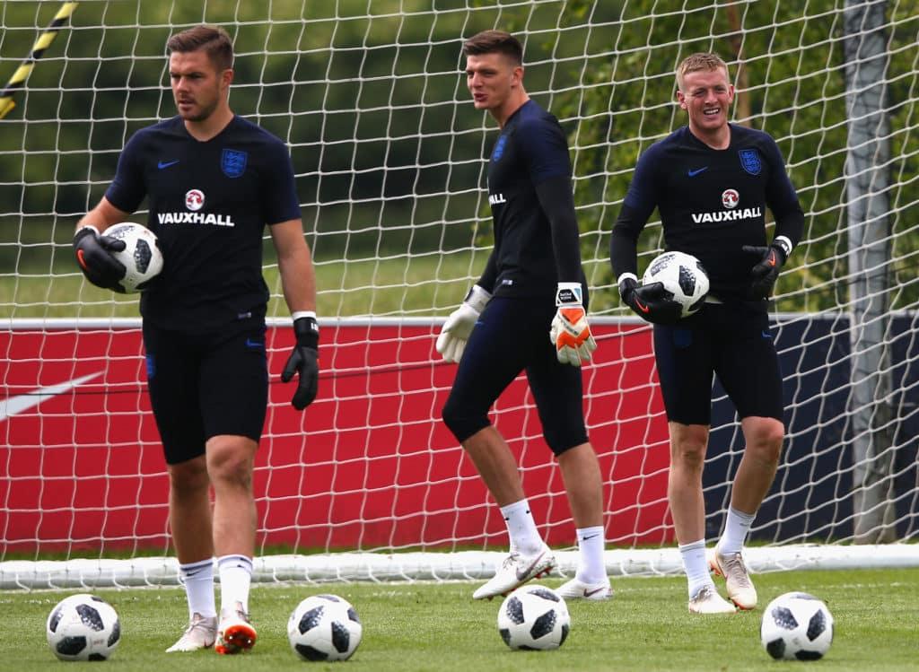 Liverpool: Glem alt om Alisson, billigere engelsk målmand er i søgelyset